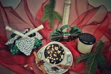 geschenke 375x250 - Kleine Geschenke selbst gemacht und weihnachtlich verpackt