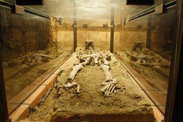 skelett 375x250 - Lesung aus 111 schaurige Orte in der Steiermark
