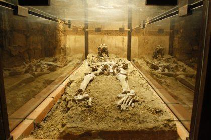 skelett 420x280 - Lesung aus 111 schaurige Orte in der Steiermark
